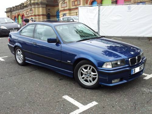 BMW 323iS 1998 photo - 1