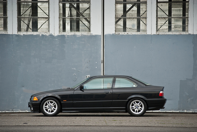 BMW 328iS 1998 photo - 5